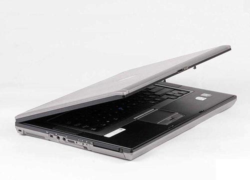 戴尔D820笔记本黑屏维修